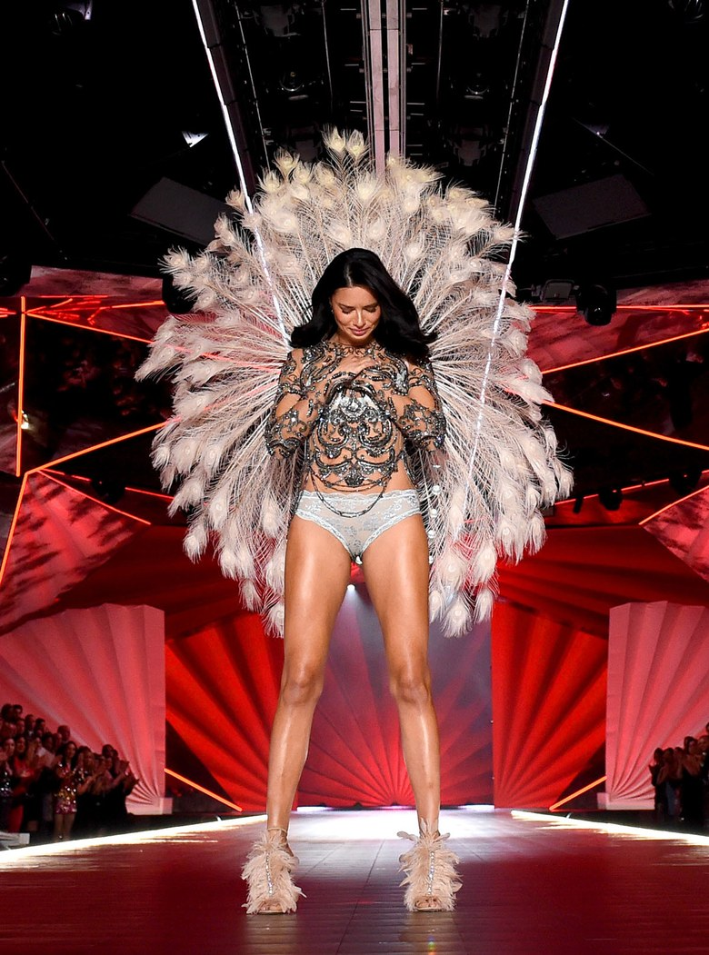 d0d756731d Supermodel Adriana Lima Hangs Up Victoria s Secret Angel Wings After ...