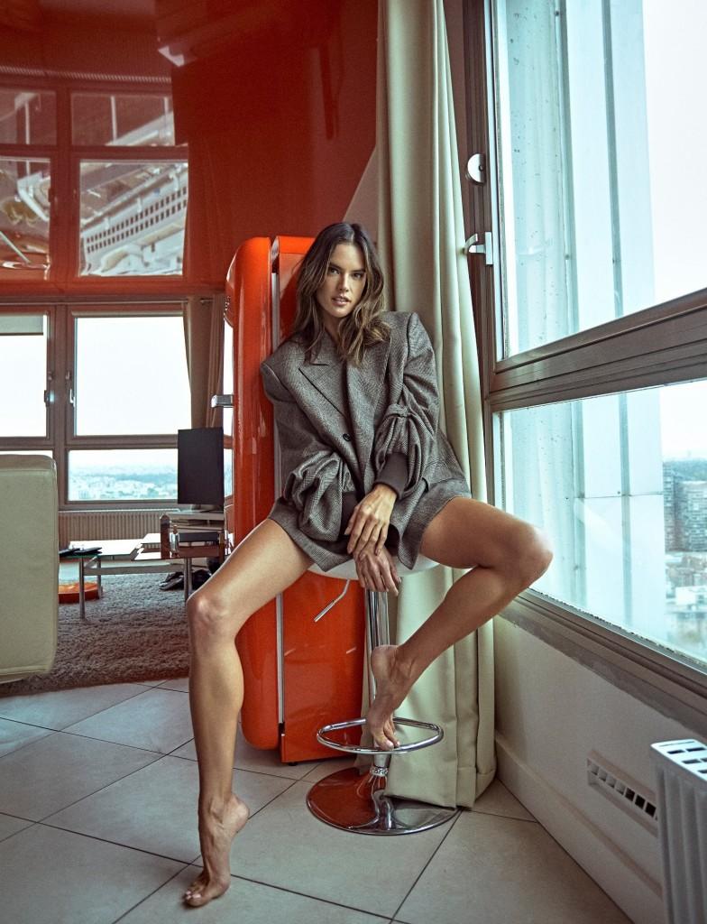 Alessandra Ambrossio Numero Russia by Elia Nogueira (12).jpg