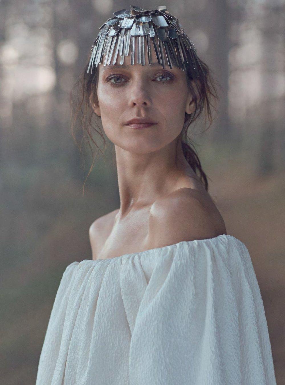 Kati Nescher by Richard Phibbs for Harper's Bazaar UK January 2019 (22).jpg