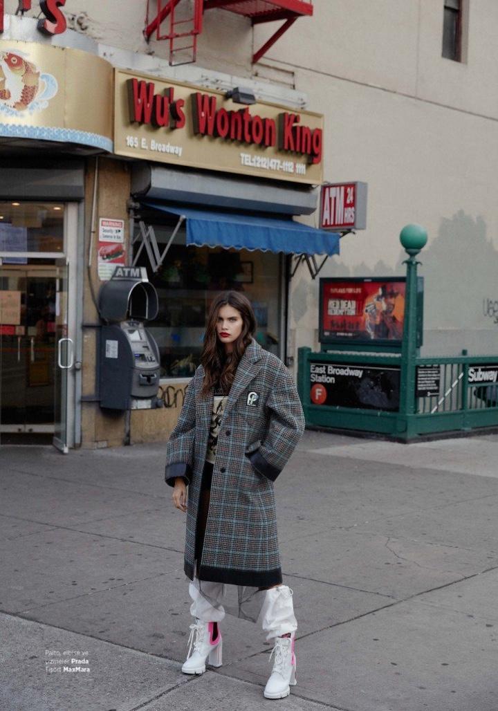 Sara Sampaio for Harper's Bazaar Turkey December 2018 (1).jpg
