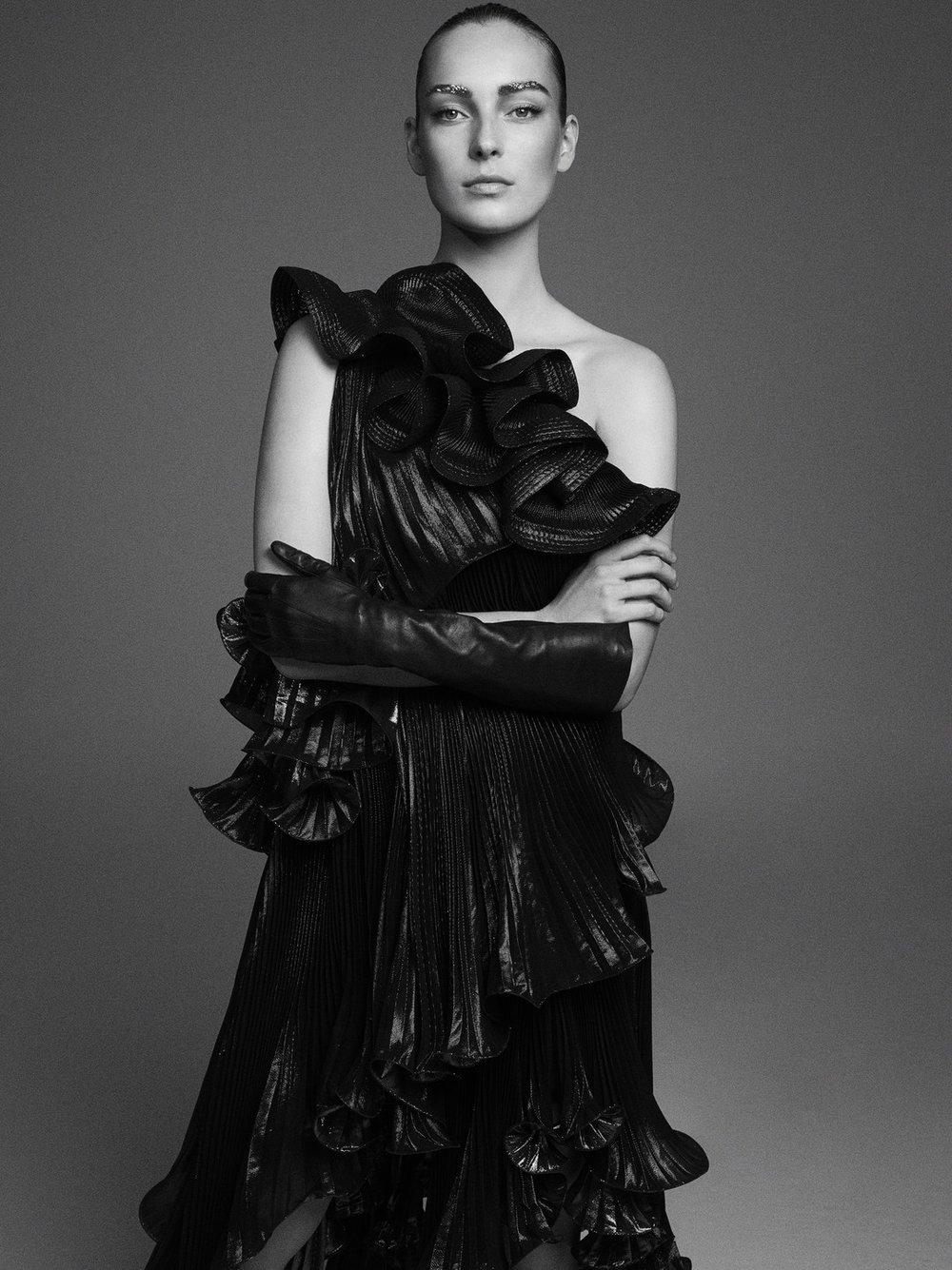 Julia Bergshoeff by Alvaro Beamud Cortes for Vogue Spain December 2018 (2).jpg