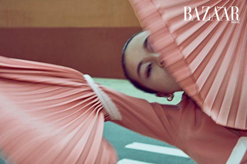 Xin Xiw for Harper's Bazaar Brazil Dec 2019 (2).jpg