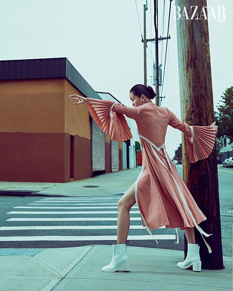 Xin Xiw for Harper's Bazaar Brazil Dec 2019 (5).jpg