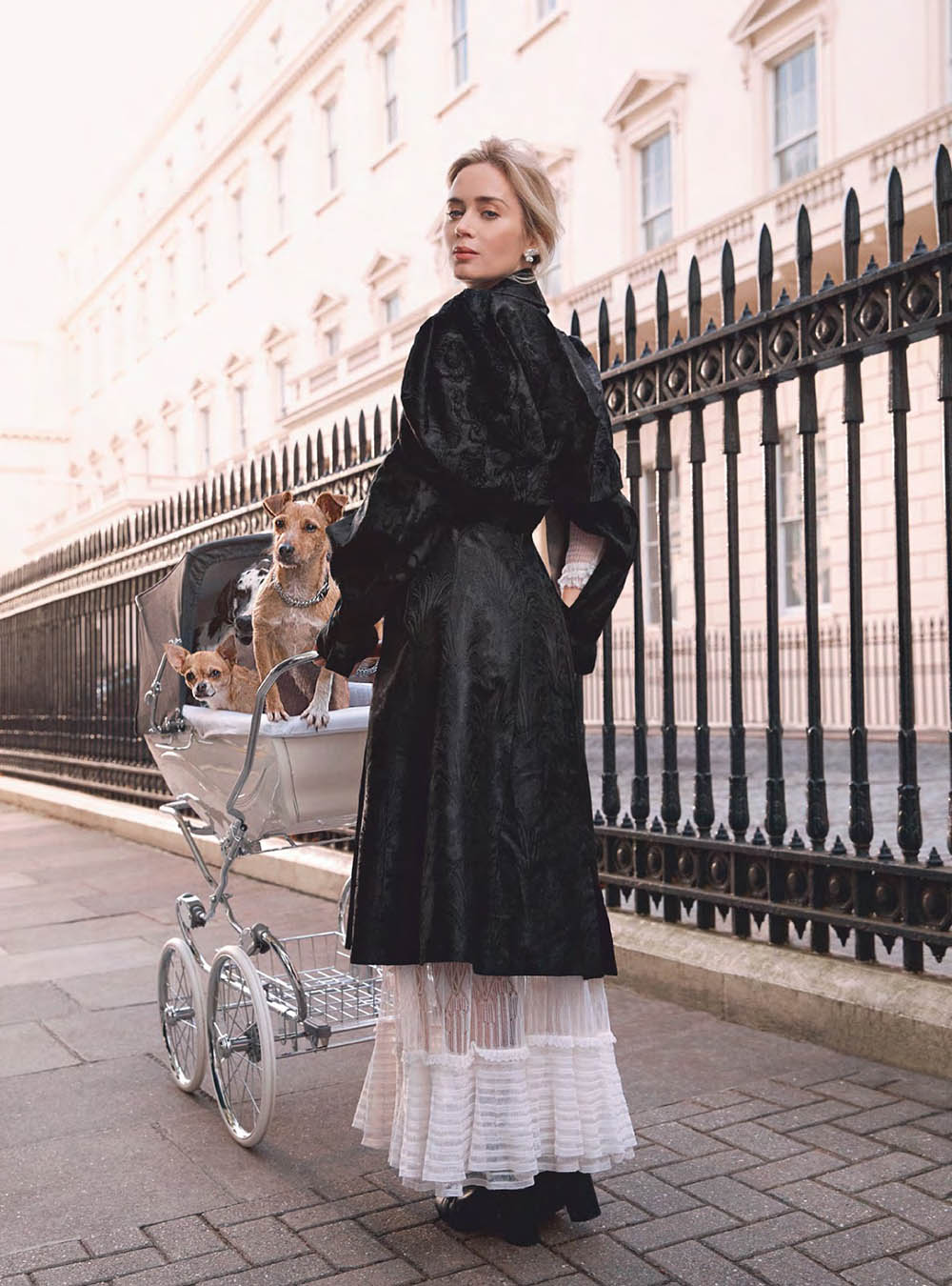 9ad31c0ae Emily Blunt Arrives as Mary Poppins