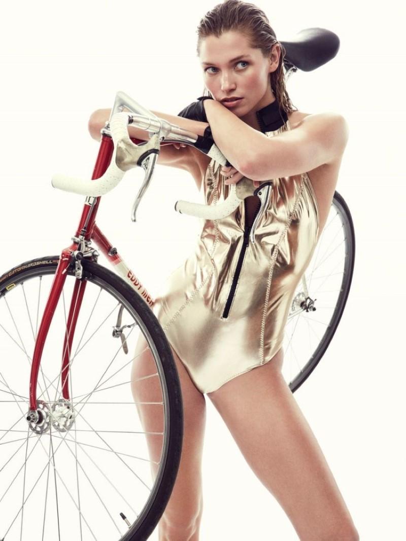 Hana Jirickova for Vogue Mexico January 2019 (6).jpg