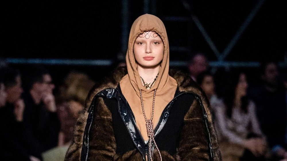 Burberry apologizes for noose hoodie.jpg