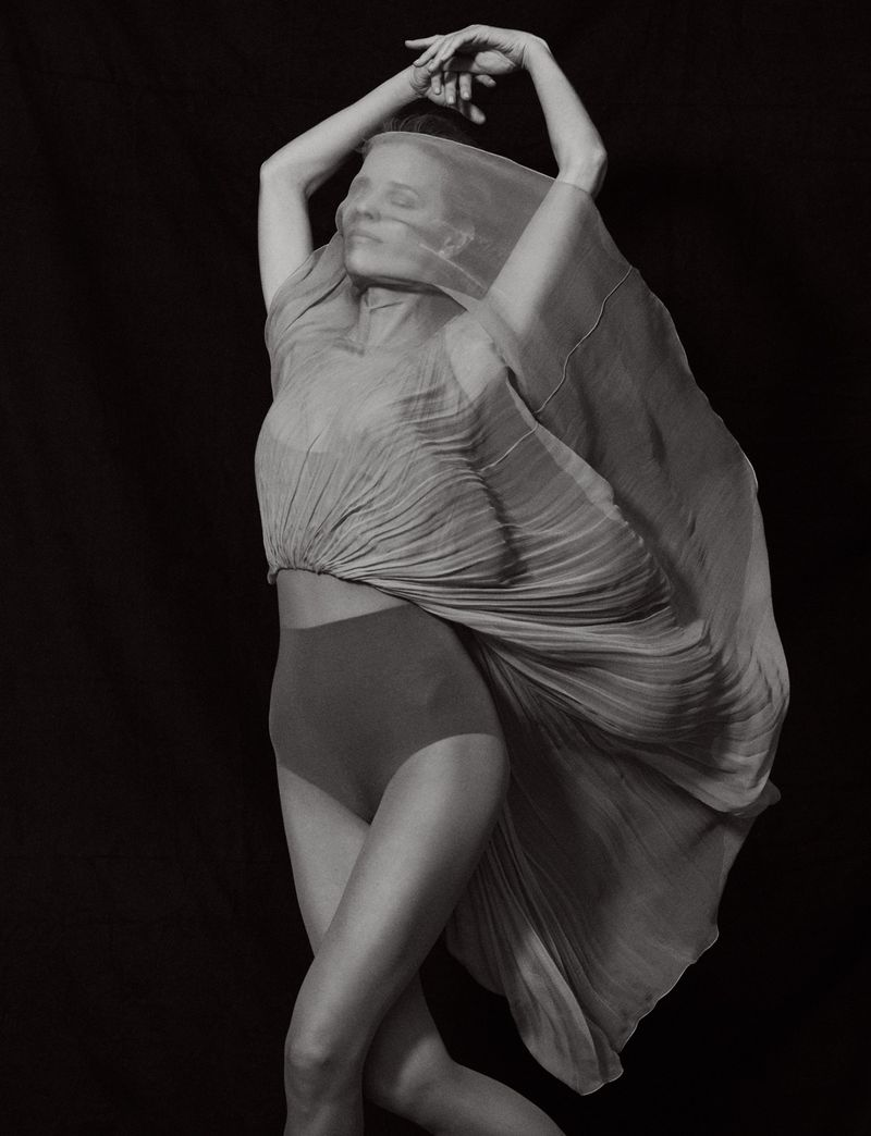Eva-Herzigova-by-Philip-Gay-Harper's-Bazaar-Russia- (7).jpg