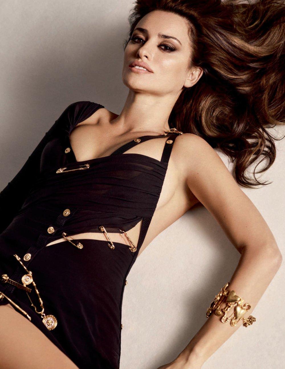 Penelope-Cruz-Luigi-Iango-Vogue-Spain-April-2019- (11).jpg