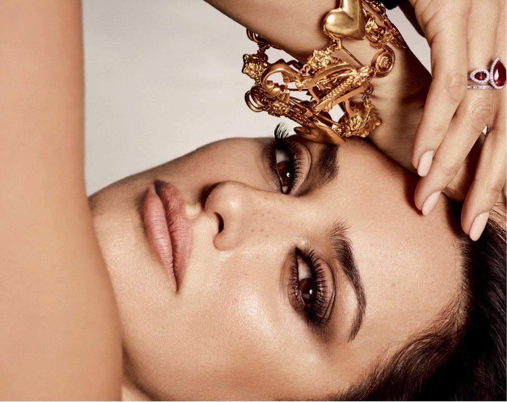 Penelope-Cruz-Luigi-Iango-Vogue-Spain-April-2019- (1).jpg