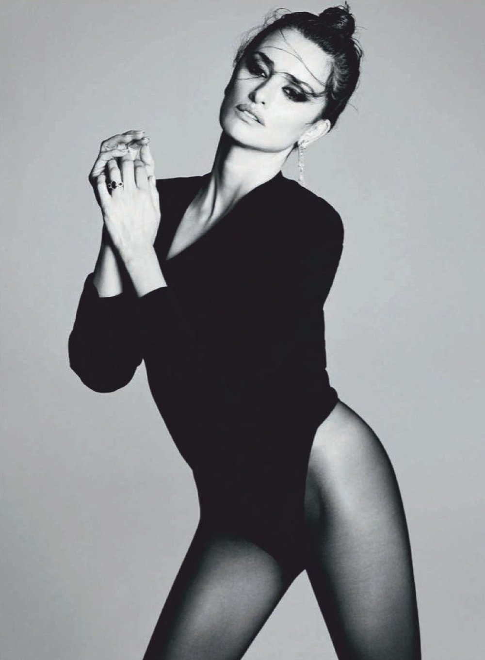 Penelope-Cruz-Luigi-Iango-Vogue-Spain-April-2019- (6).jpg