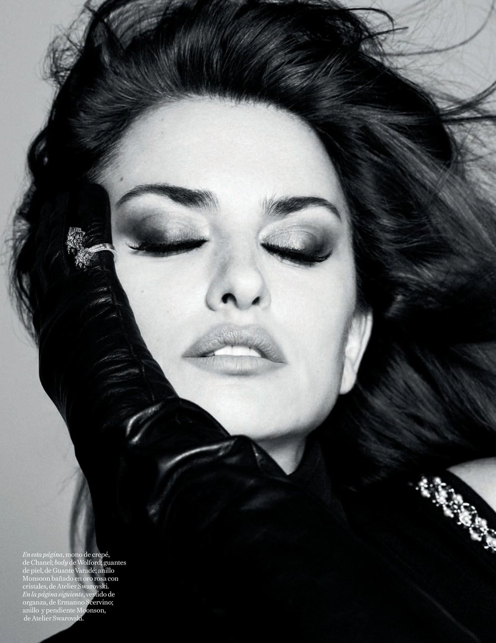 Penelope-Cruz-Luigi-Iango-Vogue-Spain-April-2019- (5).jpg