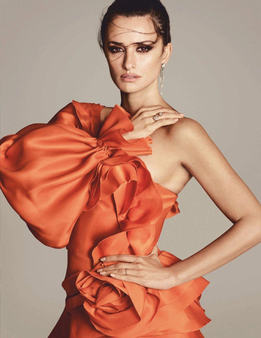 Penelope-Cruz-Luigi-Iango-Vogue-Spain-April-2019- (7).jpg