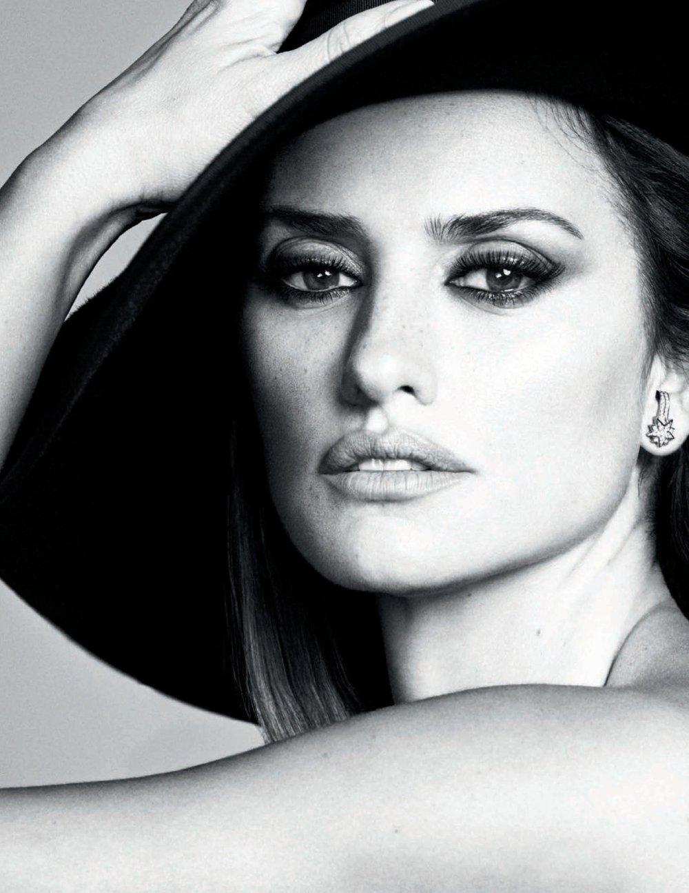 Penelope-Cruz-Luigi-Iango-Vogue-Spain-April-2019- (13).jpg