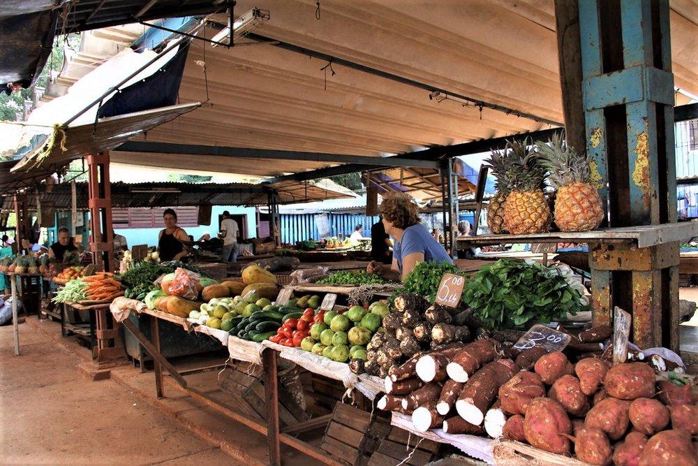 """Neighborhood Farmers Market, Havana, Cuba, 2012""    by    travfotos    is licensed under    CC BY-NC 2.0"