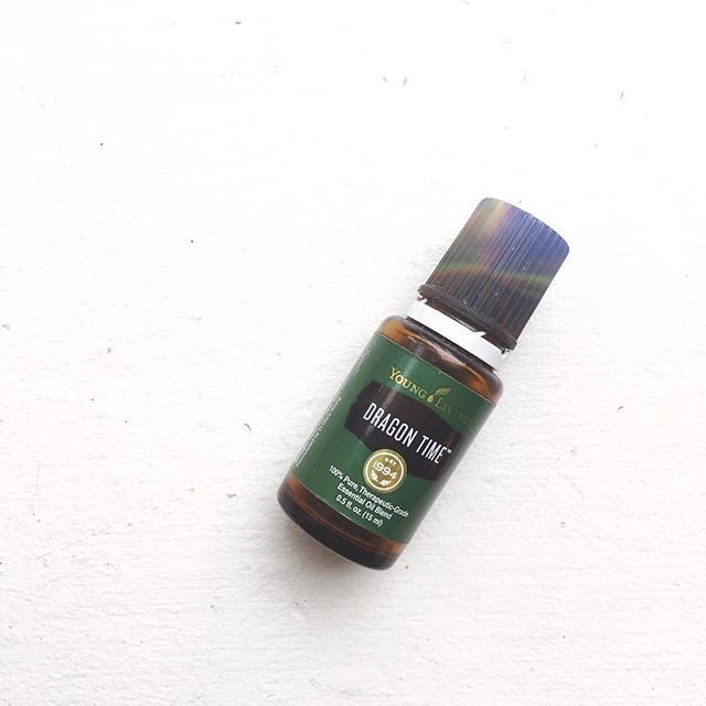 This is one blend I don't want to be without! Dragon Time™ is a blend of calming and soothing essential oils, including clary sage, which contains natural phytoestrogens - the perfect choice for women's emotions during special times and needs. Its balancing properties make it a perfect choice for supporting normal, healthy emotions during the female monthly cycle. 😍👌🏼