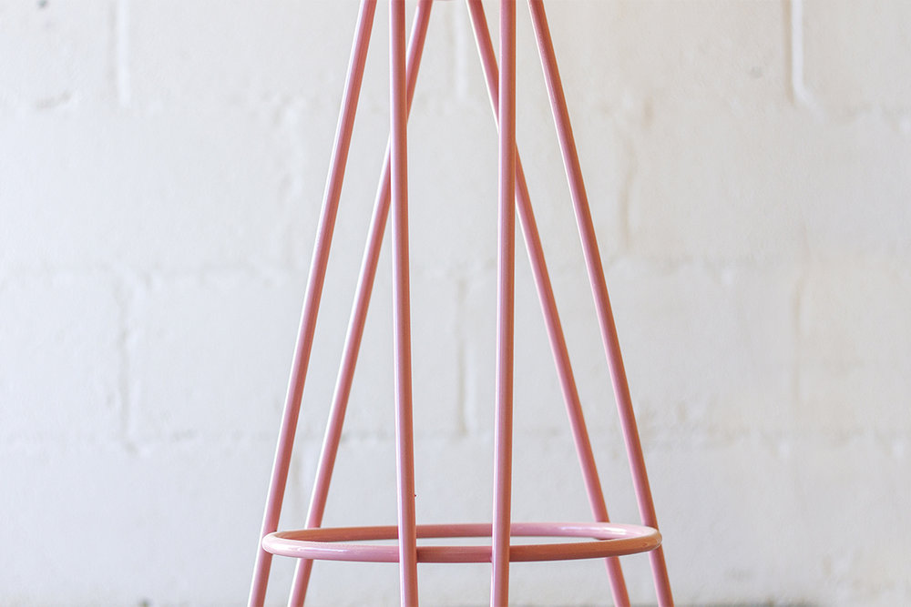 02_Cord_Industries_Hairpin_leg_bar_stool_flamingo_pink_soc2.jpg
