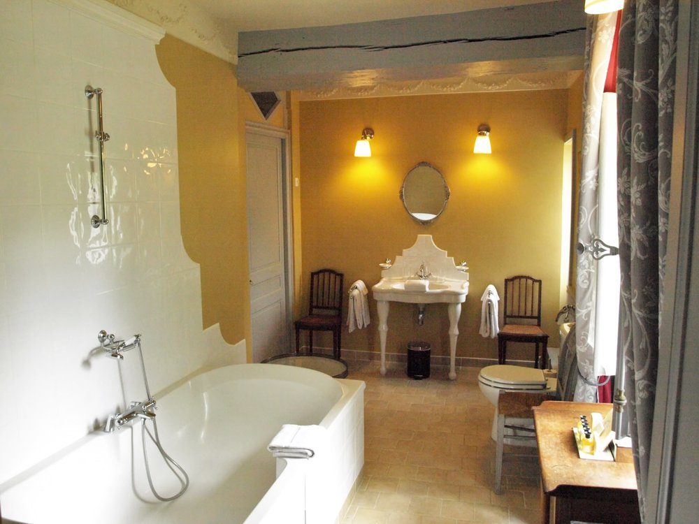 Chateau de la Pommeraye - charming boutique hotel chateau b&b spa normandy calvados bedroom Levants 4(2).jpg