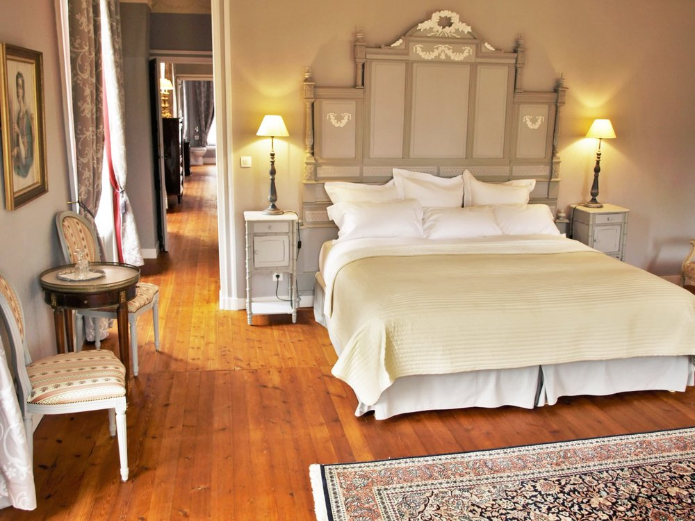 Chateau de la Pommeraye - charming boutique hotel chateau b&b spa normandy calvados bedroom Rubans 7(2).jpg