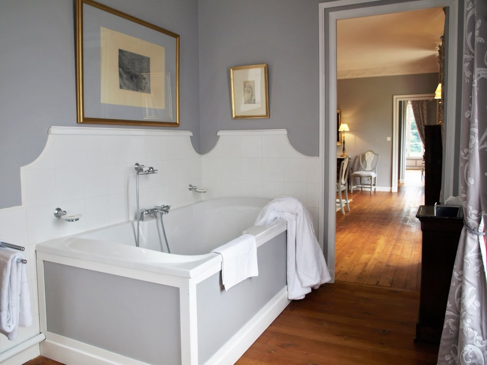 Chateau de la Pommeraye - charming boutique hotel chateau b&b spa normandy calvados bedroom Rubans 8(2).jpg