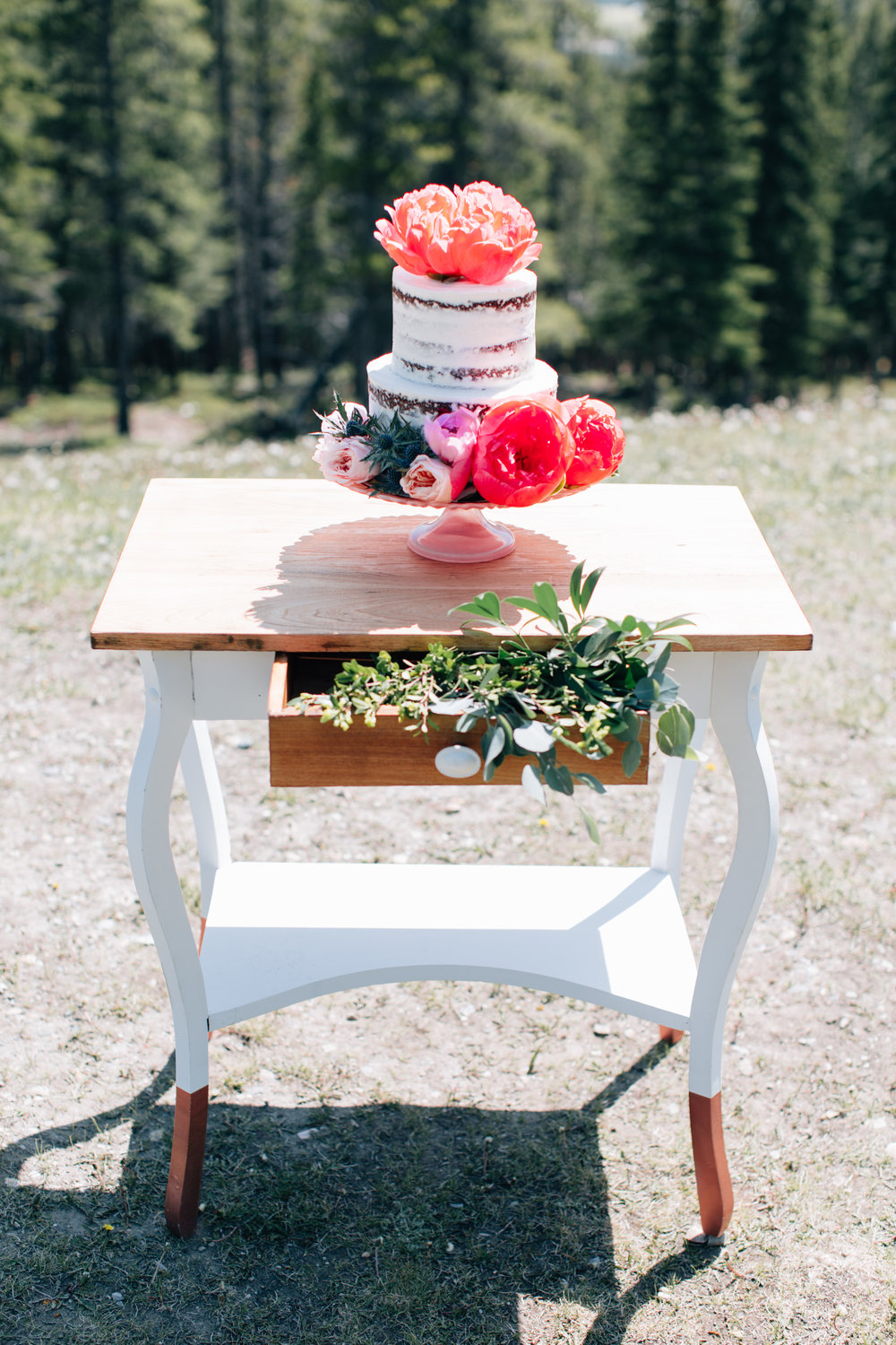 Get the look: coral cake stand
