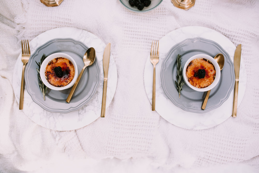 Charger Plates: Gathered Table Supply | Photo: Red Bloom Photography