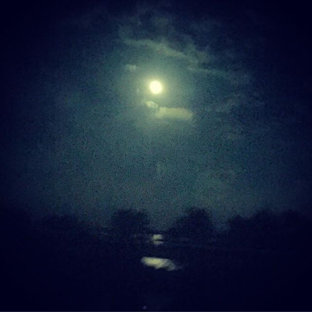 Headed to Lake Charles tonight, minus the crazy late night construction traffic on I-10, the moon sure looks pretty over the water 🌙 🌌#latenightdrives #moonlight #louisiana #reflection #mood