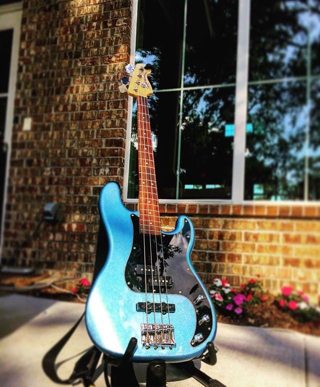 Layla got a tune up... still looking goooood gurlllll 💕 #bass #Layla #lalalalala #Houston #thoseanimalstour