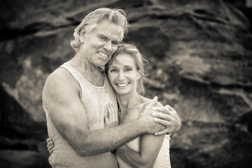 Michelle Haymoz war mehrere Jahre lang eine Schülerin von mir, als sie in Encinitas, Kalifornien, lebte. Während dieser Zeit lernte sie die Primary und Intermediate Serie und das erste halbe Dutzend Posen der Advanced A Serie. Darüber hinaus absolvierte sie bei mir eine Lehrerausbildung in der Primary- und Intermediate Serie und hat auch die traditionelle Ashtanga-Sequenz der Pranayama-Praxis gelernt. Sie hat auch viel für den Unterricht und den Ersatzunterricht in meiner Yoga-Shala geleistet. Michelle ist eine sehr engagierte Schülerin des Ashtanga-Yoga mit einer hoch ethischen Arbeitsmoral, dem Wunsch, ständig zu lernen, und einer guten Fähigkeit, die vielen verschiedenen Aspekte der Praxis aufzunehmen und zu verstehen. Sie hat meine höchste Empfehlung als Lehrerin.    Tim Miller, Direktor Ashtanga Yoga Center, Encinitas/California