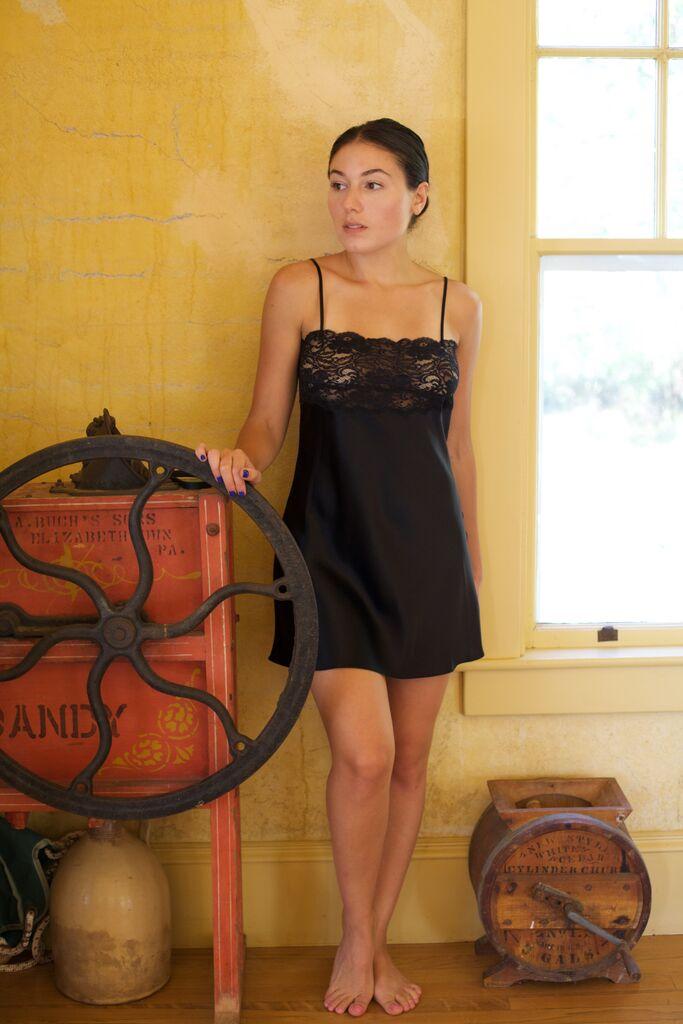 christine-lingerie-silk-lingerie-silk-chemise-katrina-eugenia-photography-boudoir30.jpg