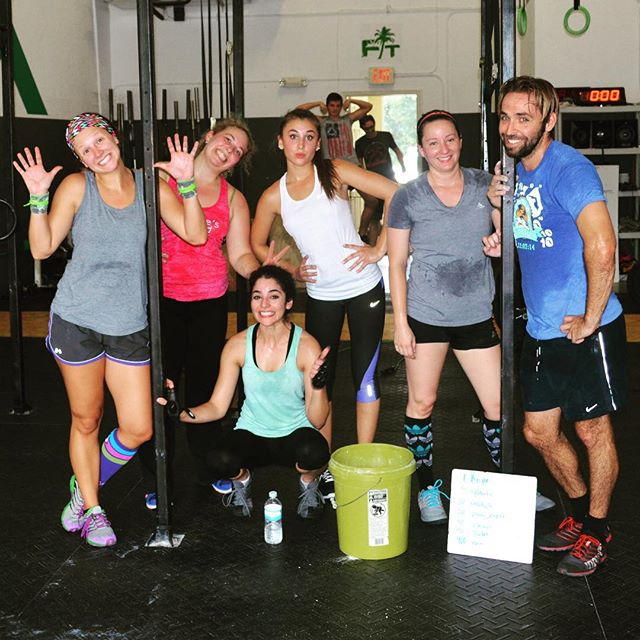 Happy Monday! Who is ready to hit the gym and reach some goals!?? #motivation #Monday #Newweek #goalgetters #crossfit #sarasota #fun @crossfitsrq