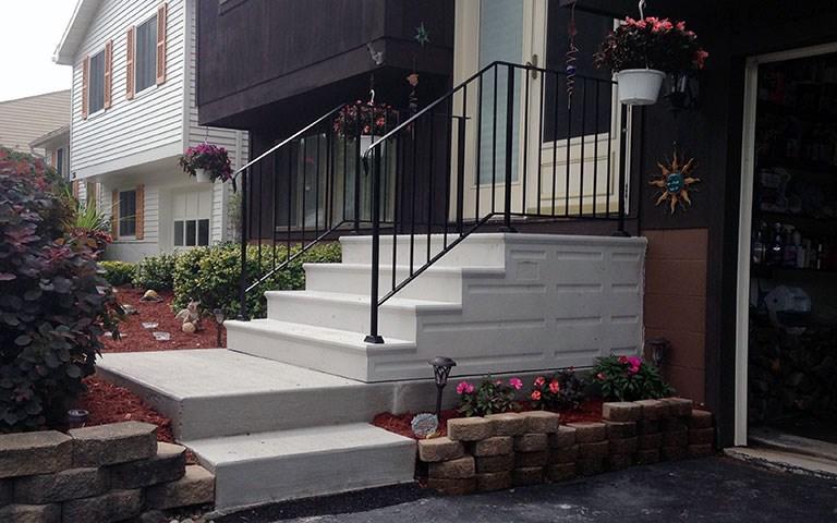 precast-steps-iron-railing-4.jpg