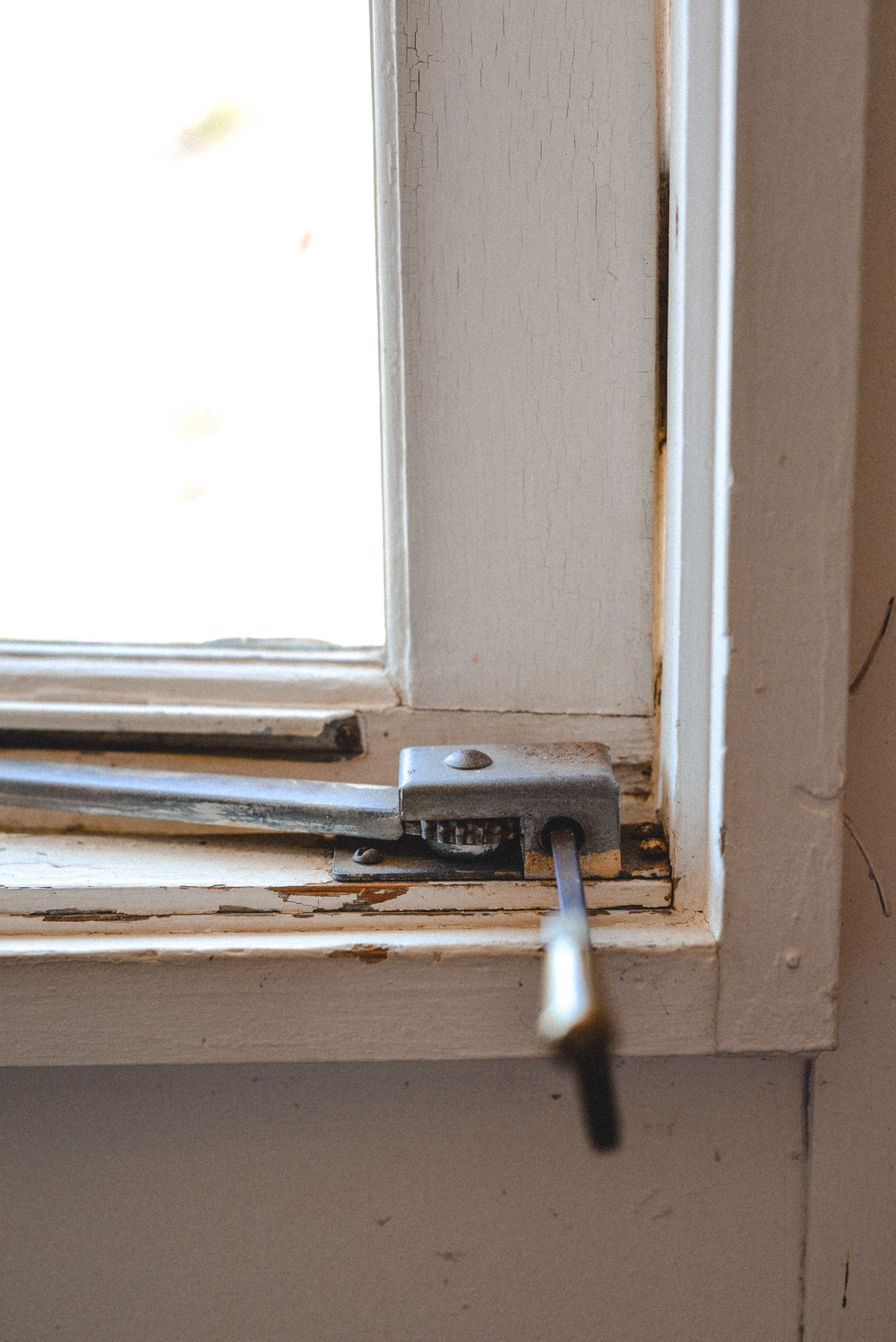 51 old window crank.jpg