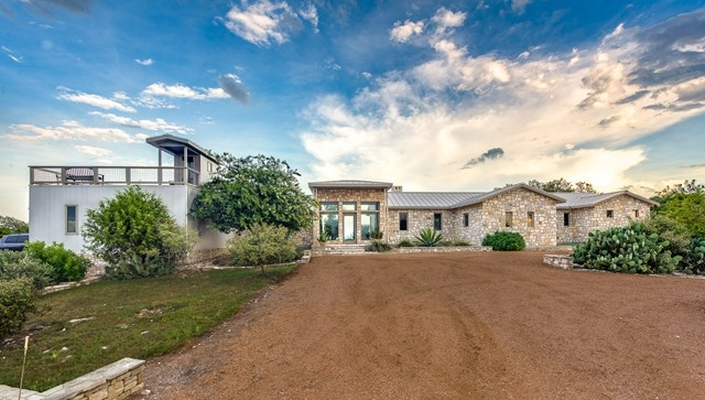 14 ACRES WITH CONTEMPORARY HOME  NORTH OF FREDERICKSBURG, TX -
