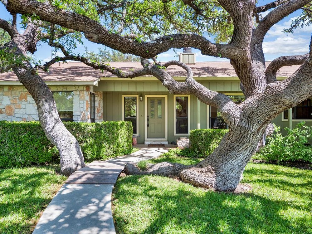 200 NORTHWOOD HILLS DRIVE  HOME ON 1+ ACRE FREDERICKSBURG, TX