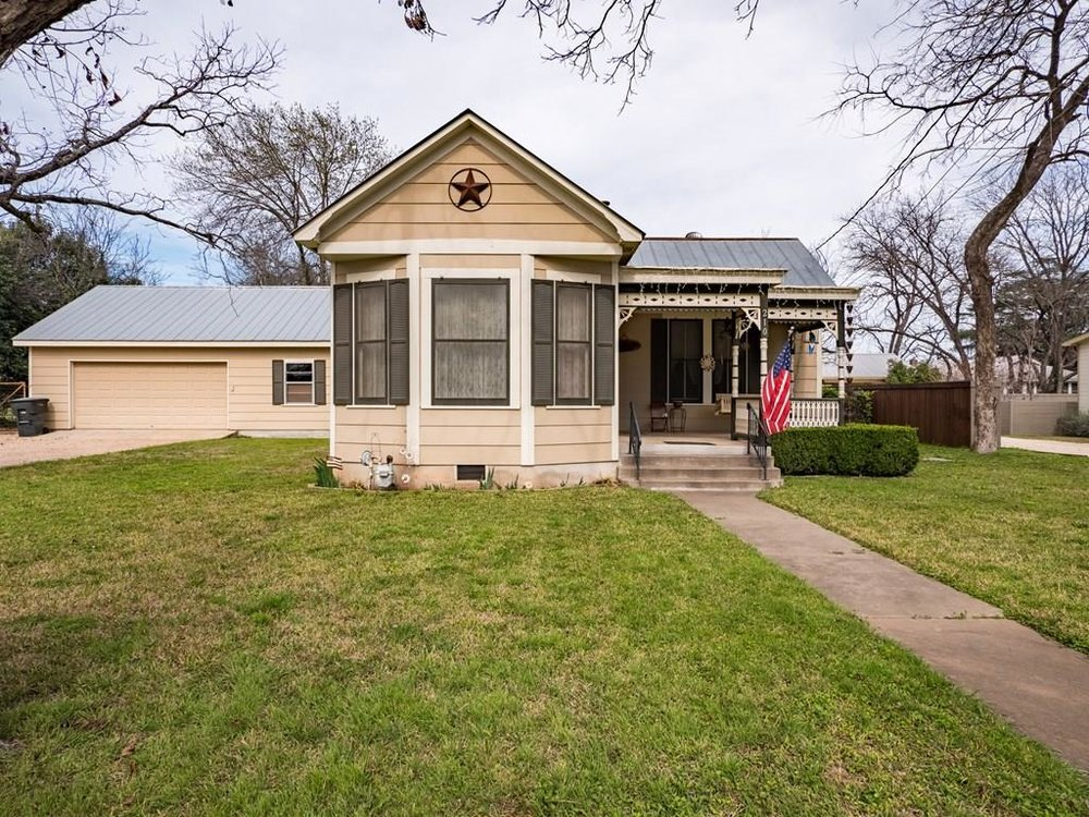 EAST CREEK STREETHOME LOCATED IN CBD (CENTRAL BUSINESS DISTRICTFREDERICKSBURG, TX -