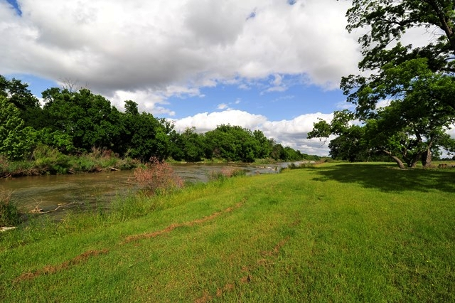 GRASS VALLEY RIVER TRACT    10 ACRES GILLESPIE COUNTY