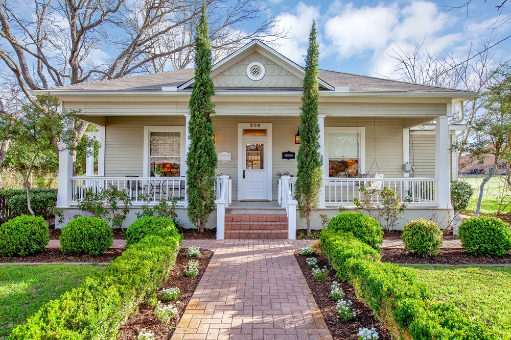 TRAVIS ST BEAUTY WITH GUEST HOUSE IN FREDERICKSBURG, TX