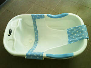 BATH TUB WITH UPLIFTING FABRIC OR SPONGE SUPPORT