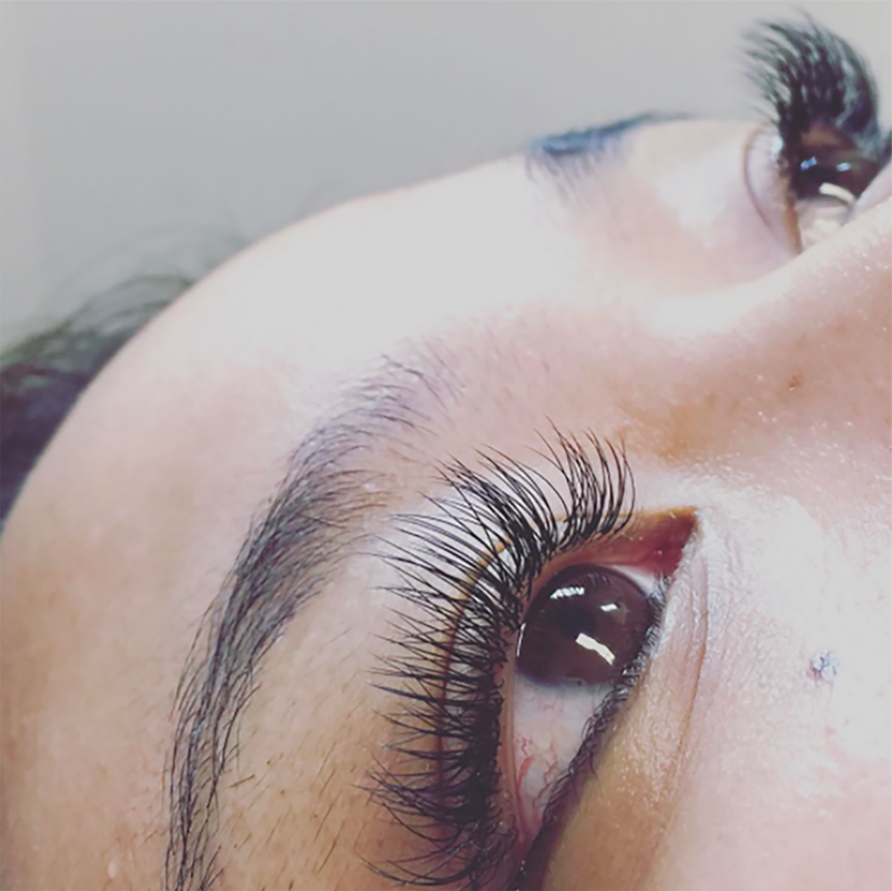 Hi! Today we're talking about the pros and cons of lash extensions. See my list and read about my experience on beautybyjessika.com.