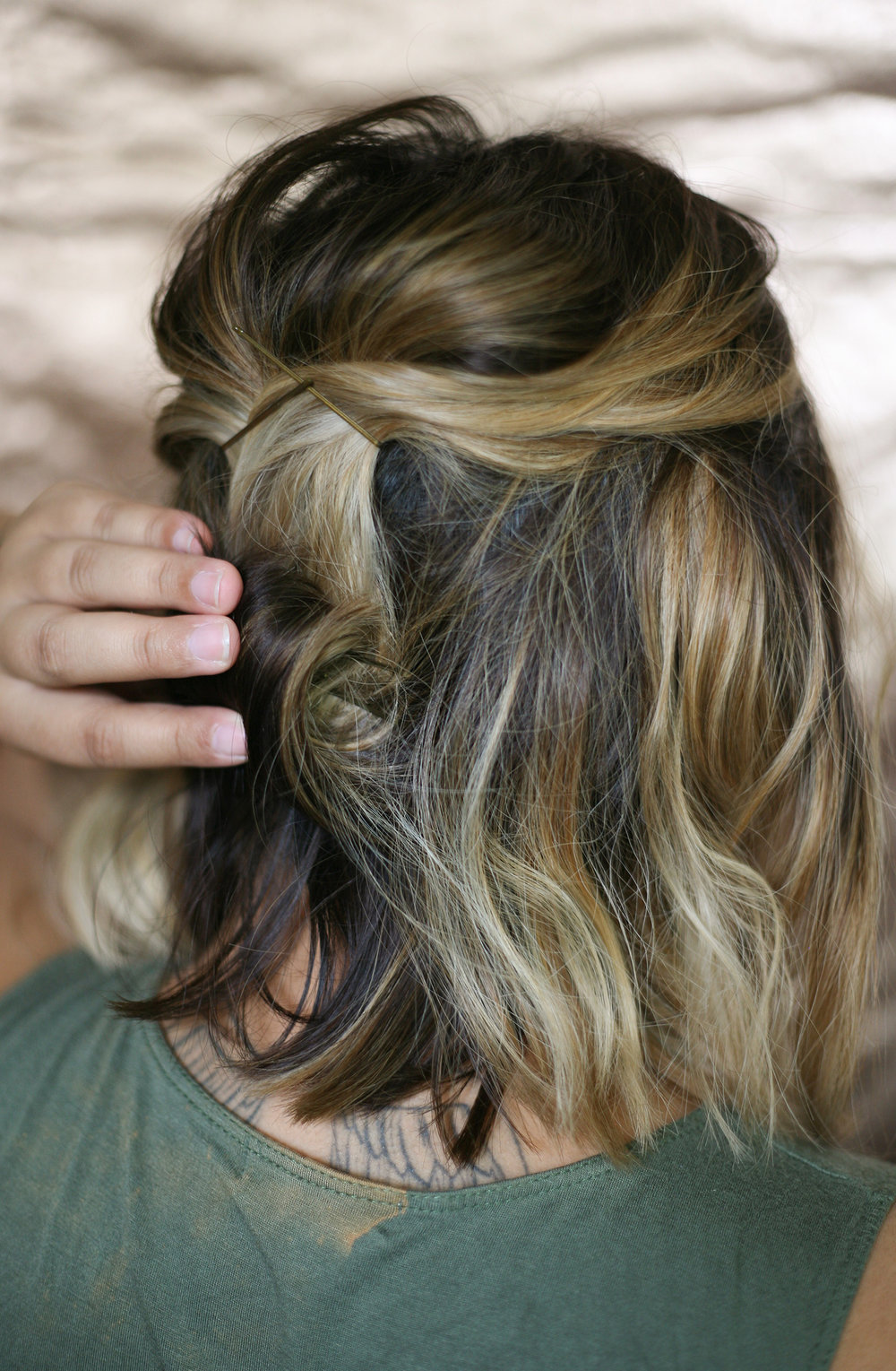 Easy, romantic updo hairstyle for short and medium length hair. Full hair tutorial on beautybyjessika.com.