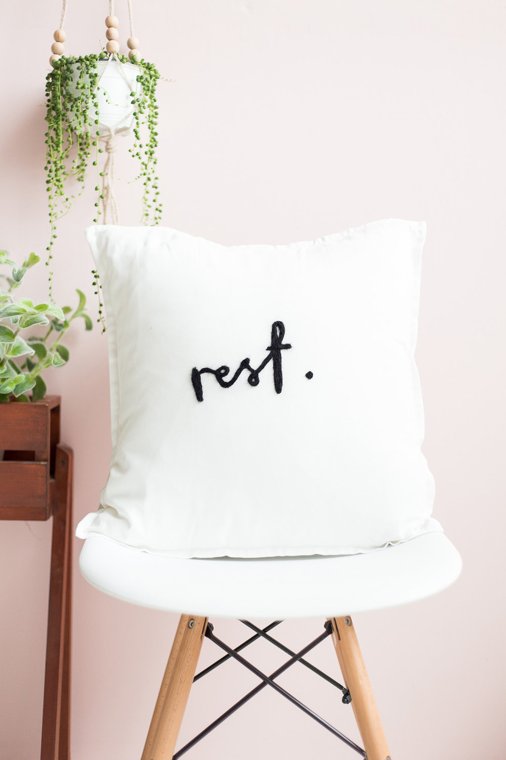 It's been a fast yet stressful week in the office and i'm so looking forward to some me time this weekend. I'm also excited to share with you a bunch a (very) random things i've been liking throughout the week of July. More of my favorite things on beautybyjessika.com. Photo via fallfordiy.com.