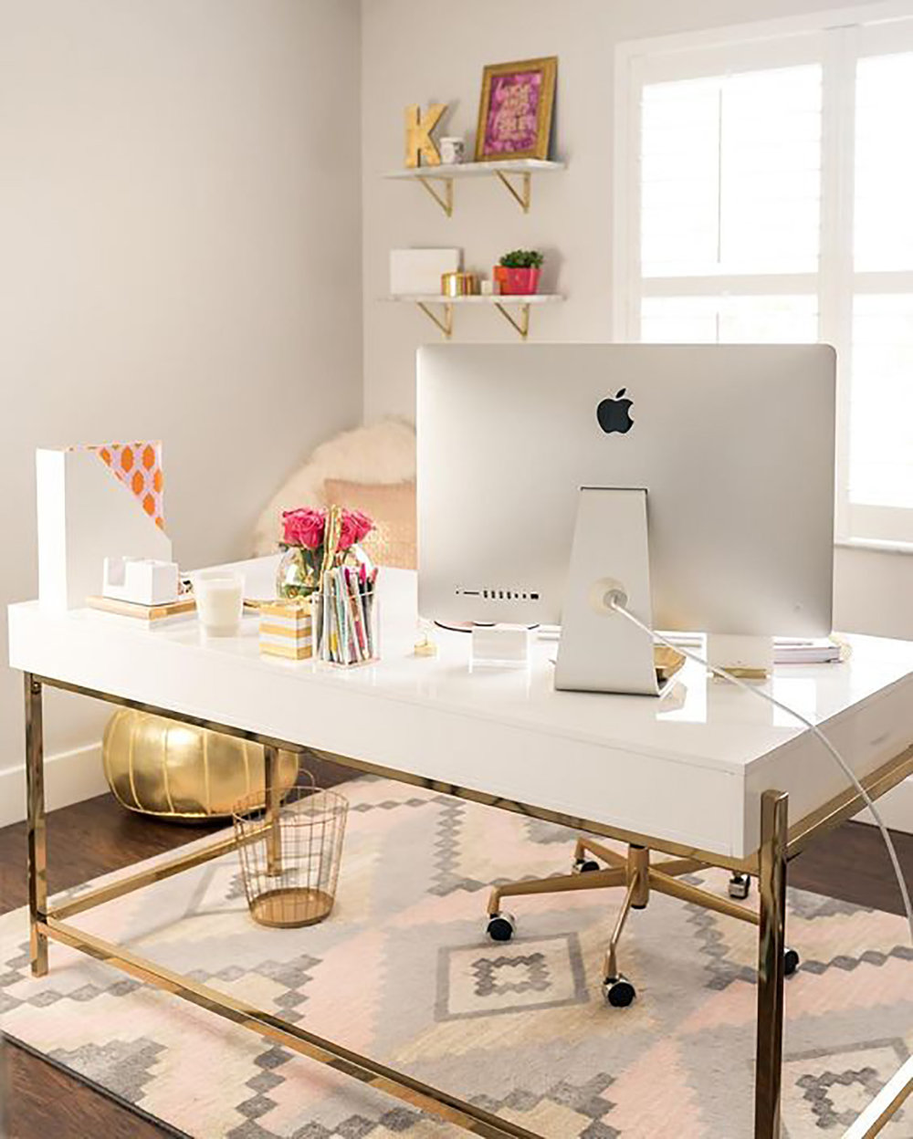4 Tips for Running a Blog When You Have a Full Time Job on beautybyjessika.com. Photo via fancythingsblog.com.