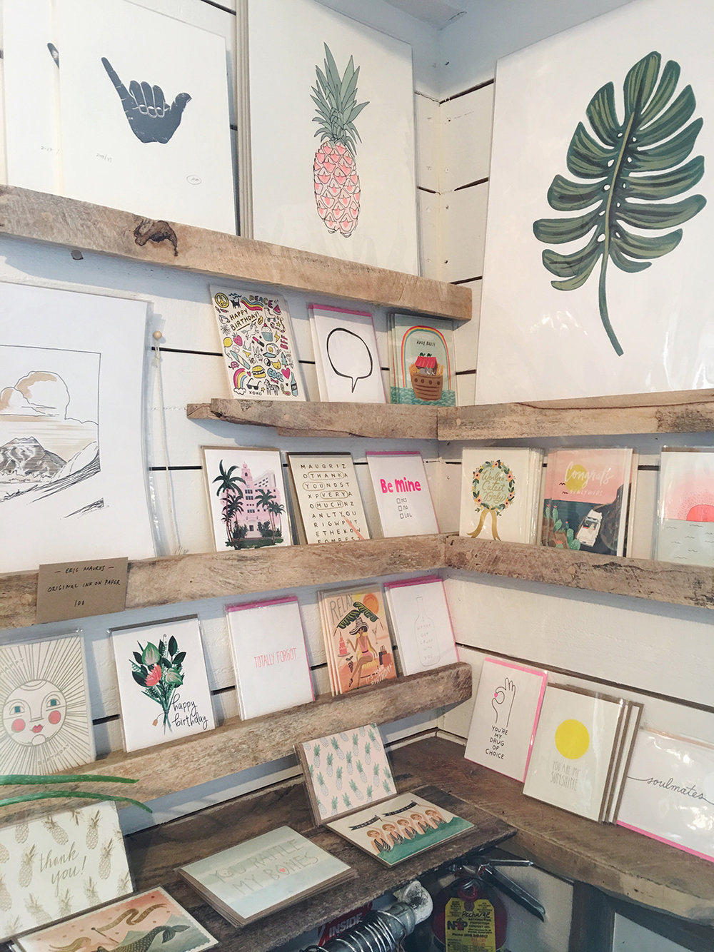 Love this little corner of custom stationary by local artists at Olive & Oliver at The Surfjack Hotel. More on our weekend in Waikiki on beautybyjessika.com.