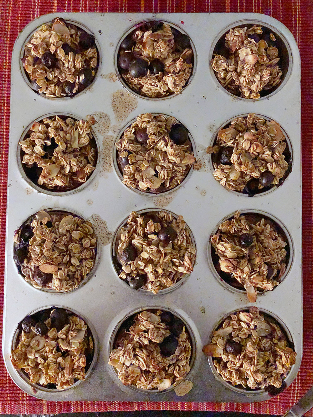 These blueberry almond oatmeal cakes were super easy to make for breakfast/snack. Recipe by: Shelikesfood.com.