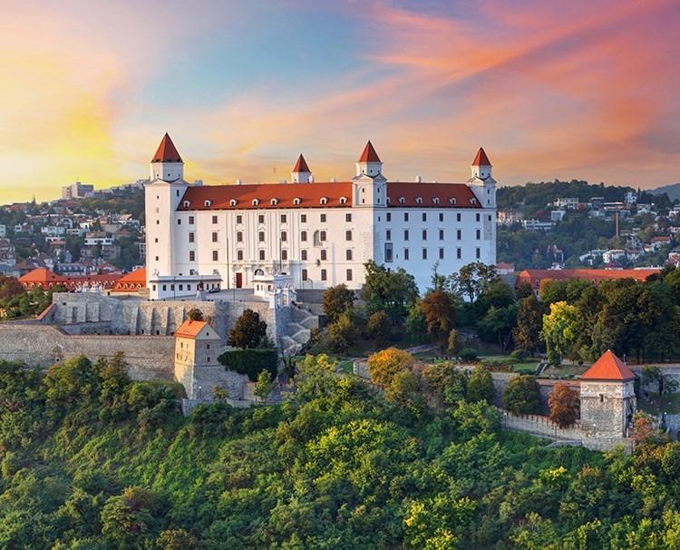 theromanticdanube_Bratislava_ss157235420_Bratislavacastle_dailyprogram.jpg