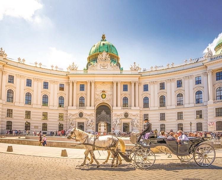 danubeserenade_vienna_hofburgpalace_ss_391591339_dailyprogram.jpg