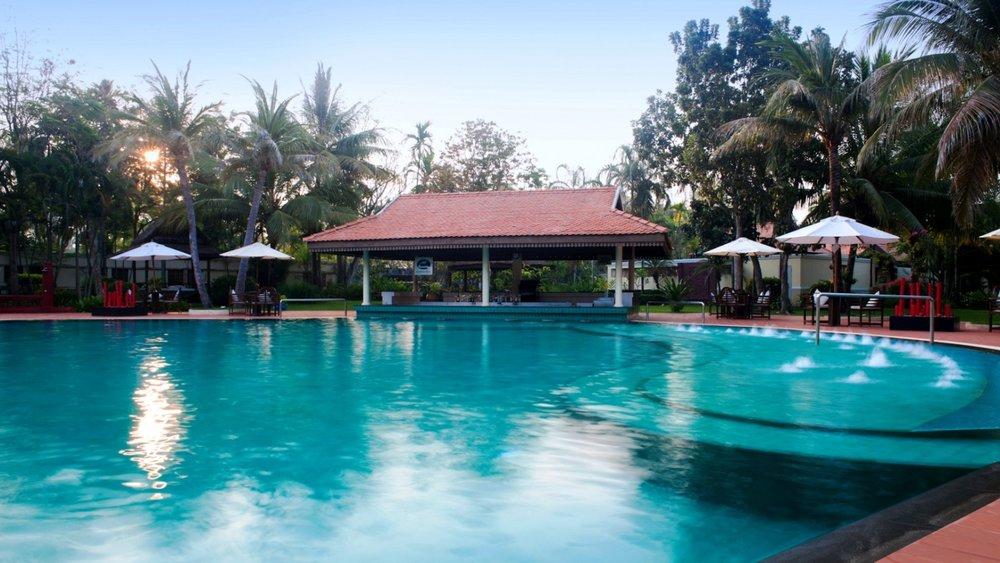 sofitel-angkor-phokeethra-meetings-poolside.jpg