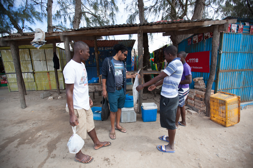 For people who love seafood, Mozambique is the place. Today fish barbecue for dinner. Just need to first bargain for the fish with the local fishermen. Photo ©Lauri Soini