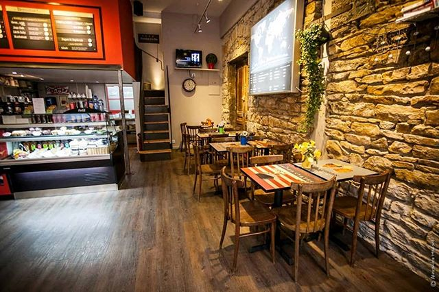 BIG NEWS pour l'équipe Chères Cousines!  Afin de bien commencer l'année, nous vous informons que le restaurant rue Chevreul ouvre, à partir d'aujourd'hui, TOUS les samedis de 11h à 16h. Nos deux boutiques seront donc ouvertes 6 jours 7.  Bon week-end à tous et à bientôt parmi nous!  #lyon #lyonbagel #bagels #cherescousines #lyon7 #lyonfood #lyonfoodies #restaurantlyon #ouvertlesamedi