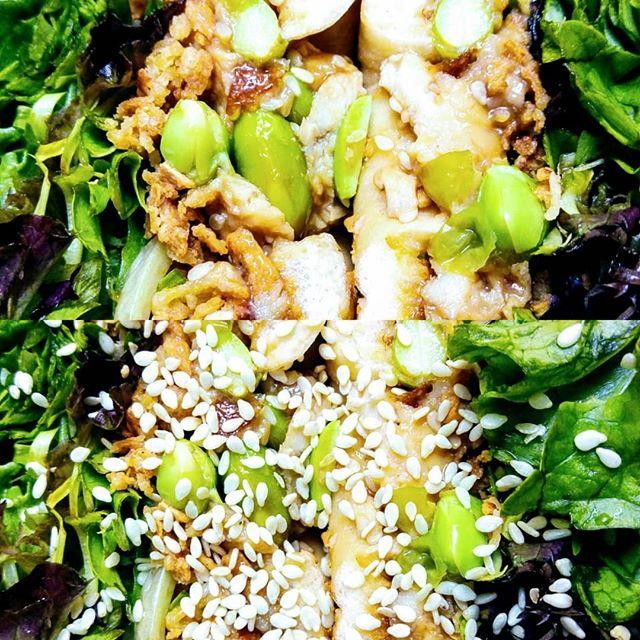 Il était temps, et le nouveau bagel du moment est arrivé!  D'inspiration asiatique, Il se compose d'une infusion au gingembre (maison!), de poulet rôti mariné avec une sauce yakitori, d'un trait d'huile de sésame, d'edamame, d'un mélange de cacahuètes, d'oignons grillés et de graines de sésame, et de mesclun (👏), et avec une petite touche de sauce sriracha pour un petit peu plus de pep's🔥😋 À bientôt parmi nous!  #lyon #lyonbagel #yummy #cherescousines #bagels #france #bageldumoment #chicken #yakitori #edamame #sriracha #lyonfood #foodie #foodlover #lyonfoodies #restaurantlyon #lyonresto #instafood